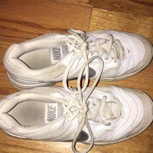 NIKE tennis shoes! Women's SIZE 7